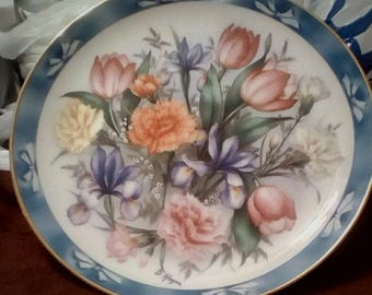 1990 Danbury Mint Bouquets of the World Collectable Plate
