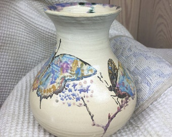 Handmade pottery made on a Potter's wheel, the transformed painting pigments, glazed