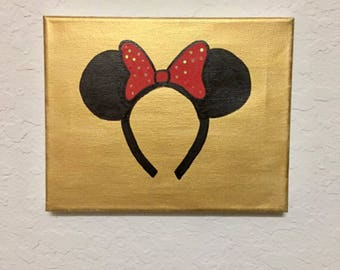 Minnie Ears w/ Streaky Gold Background