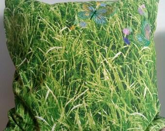 SALE!Cojín césped con mariposas, cojín decorativo, cojines, pillow, decorative pillow, bordado, mariposas, embroidered pillow, butterfly