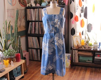 vintage 1970s sundress . Hawaiian print chambray fit and flare, womens size medium . light blue palm print dress