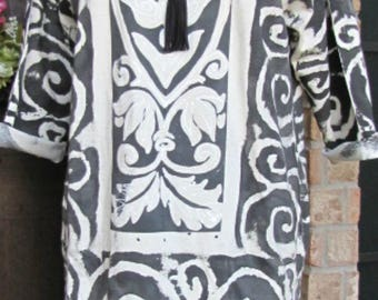 Ladies black and white heart and swirl cotton tunic top