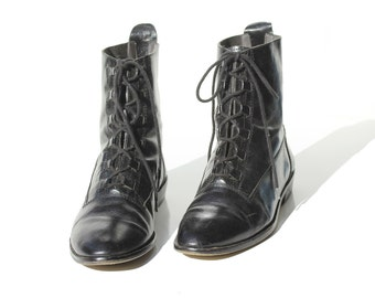 Vintage Italian Black Leather Ankle Boots / size 7