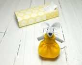 Miniature animal mouse in a box doll collection minnie mouse toy for bjd small felted dollhouse miniature vintage style yello bff