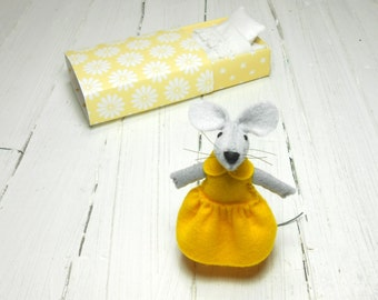 Miniature animal mouse in a box doll collection minnie mouse toy for bjd small felted dollhouse miniature vintage style yellow bff