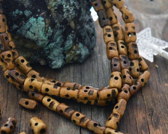 Caramel Brown, Hand Carved Skull Bone Beads, 6-12mm, 25 pcs / Nepali Beads, Bone Tubes, Natural Beads, Halloween, Day of the Dead, Supplies