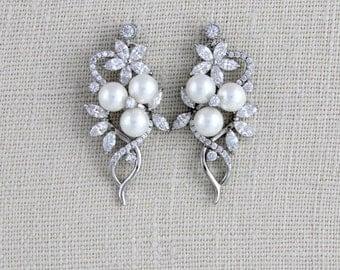 Crystal Wedding earrings, Wedding jewelry, Crystal Bridal earrings, Pearl earrings, Swarovski earrings, Bridesmaid earrings, Cluster MIA