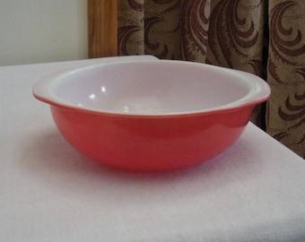 Vintage Coral Pink & White Pyrex Casserole - 2 Quart Serving Bowl