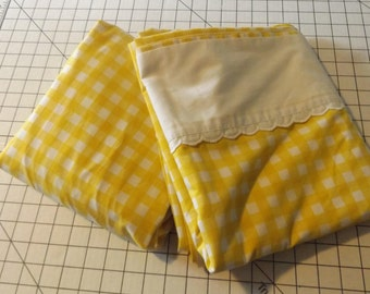 Yellow and White Buffalo Checked Double Flat and Fitted Sheet Set   Utica