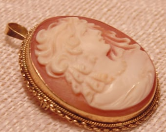 Stunning 18K Gold Cameo Pendant or Brooch Estate Jewelry European Jewelry Antique Cameo Gold Pendant 18K Gold Pendant 18K Gold Brooch