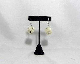 Simple d6 dice earrings