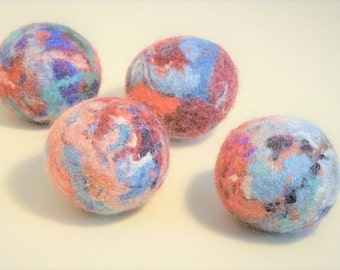 bag of four felt dryer balls