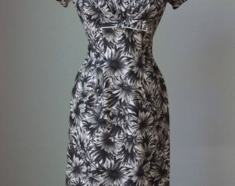 1950s Alix of Miami Cotton Daisy Print Hourglass Dress with Pleated Bust Detail / New without Tags - Minty / Small - Medium