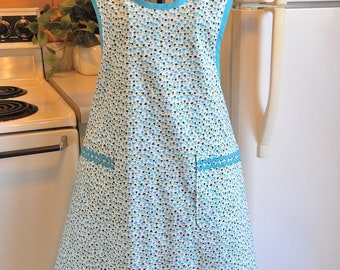 Grandma Style Old Fashioned Apron with Tulips