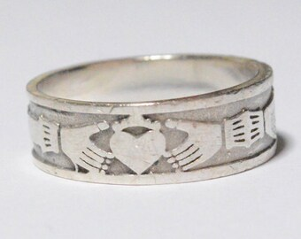 SALE Vintage Sterling Silver Claddagh Wedding Band Style Ring Signed DRS Size 9