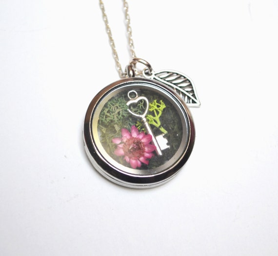 Locket Key Necklace, Moss Necklace, Shadow Box Necklace, Moss Locket Necklace, Glass Locket Necklace, Nature Gift, Christmas Gift, Plant