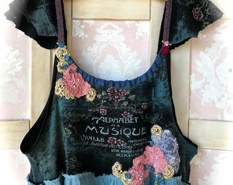 """Lovely """"Musique"""" Collage Top  Lace N' Blossoms Size Large"""
