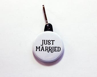 Just Married zipper pull, wedding zipper pull, honeymoon, backpack charm, zipper pull, bride, groom, wedding gift, black, white (7594)