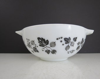 Pyrex Gooseberry 443 Bowl // Vintage Pyrex Glass Mixing Bowl with Handles Spouts Cinderella Style Nesting Bowl Black Berries Leaves on White