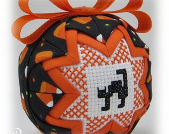 Quilted Ornament - Halloween Ornament - Happy Halloween / Cat