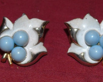 Vintage Sarah Coventry mid century earrings robin eggs aand white