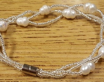 Beautiful 7 Inch Freshwater Pearl And Czech Glass Beads Bracelet With Silvertone Magnetic Ends