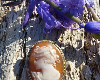 Sterling Silver Carved Shell Cameo Brooch with Pendant/Safety Chain Loop