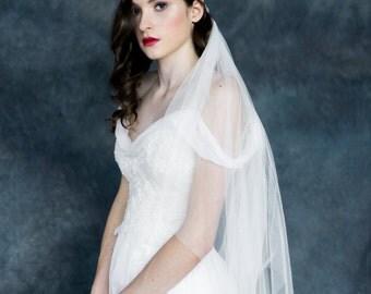 Ivory Lace Juliet Cap Veil, Crystal Bridal Cap Veil, Knotted Veil, Knotted Juliet Veil, Lace Trim Veil, Lace Edge Veil, Wedding Cap MAGNOLIA