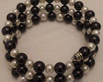 Black and White Round Glass Pearls Memory Wire Bracelet