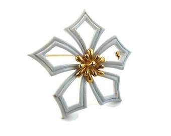 White enamel brooch White gold pin Flower brooch Trifari flower Enamel wedding brooch Bridal brooch Summer brooch Signed brooch Open flower