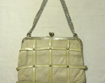 White leather & silver metal chain bag - mod studs and leather mail details - French 60s 70s vintage