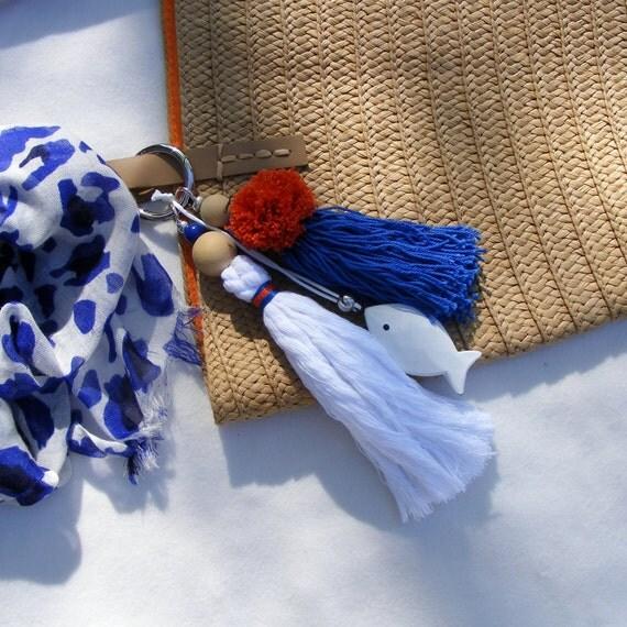 porte cl s pompon bleu et blanc f te des m res pompon pour. Black Bedroom Furniture Sets. Home Design Ideas