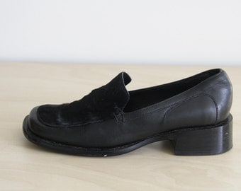 90s Black leather loafers. Black leather pony hair loafers. Vintage black flat shoes. Black slip on shoes. Black flats. size 6 1/2