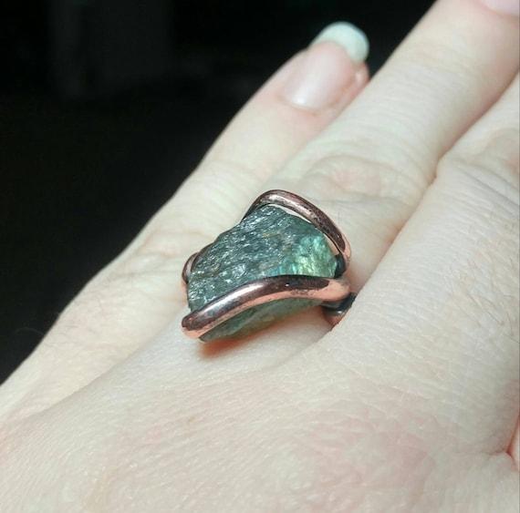 Raw Labradorite Ring | Copper Ring Sz 8 | Labradorite Crystal Ring | Rough Labradorite Ring | Raw Stone Ring | Rustic Gemstone Ring