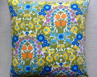 "Vintage 1960s ""Daisy Chain"" Designed by Pat Albeck For Jonelle Fabric Cushion With Interior 40cm x 40cm"