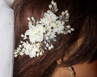 Crystal wedding hair comb, bridal hair comb, bridal hair clip, romantic comb, crystal pearl bridal comb, freshwater pearl wedding comb