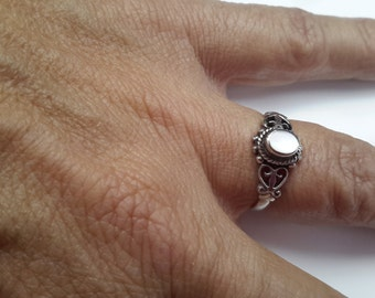 Mother of Pearl Ring ~ Double Heart Ring ~  Native American Design ~ Silver 925 ~ Hand Crafted ~ Hallmarked ~ sz 6.75