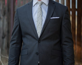 Floral skinny tie in grey, white, and silver