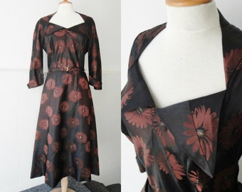 Brown 40s Vintage Dress With Flowers // Trico Model // Size 42