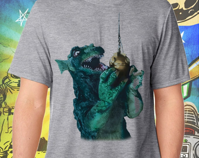 GORGO Britain's Godzilla Fishing Gray Men's Tshirt