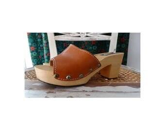 1970s natural tan leather WOOD Clogs // bohemian leather clogs  // size eu 37-uk4-us5.5