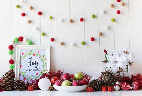 Red green christmas felt ball garland christmas pom pom for Arland decoration