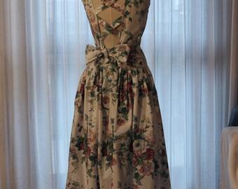 Eccentric 90s spring dress
