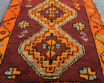 Free Shipping  ! Vintage Turkish Small Rug  /  3'2'' x 1'9'' ft  / 0.95 x 0.53 mt
