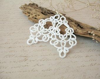Delicate white earrings Pretty lightweight earrings Boho chic tatted lace jewelry Bohemian tatting lace earrings Big filigree earring