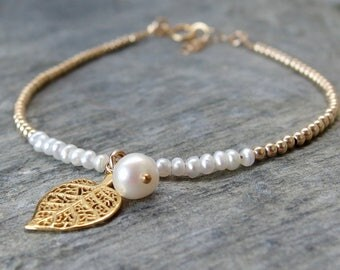 Gold pearl bracelet Gold leaf bracelet Maid of honor pearl bracelet Bridal bracelet Bridal jewelry Wedding jewelry Dainty leaf bracelet