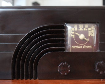 "Vintage Deco Bakelite Radio ~ Northern Electric 5000 ""Rainbow"" Radio (1946)"