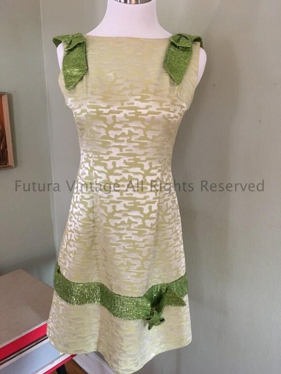 Fabulous 1960s Holiday Satin Brocade Shift Dress with Festive Shiny Green Ribbon-S