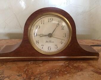 Vintage Seth Thomas Mantle/Shelf Mantelette Clock Model SS12-N