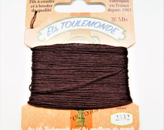 """Cotton embroidery thread """"Retors du Nord"""" number 2332, brown togo, 20 meters"""